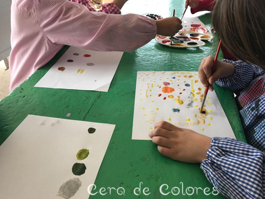 Niños en clase trabajando a partir del libro El punto de Peter H. Reynolds