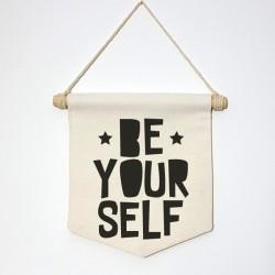 """Banderola """"Be yourself"""""""