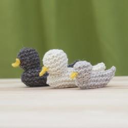 Familia de patos tejidos a...